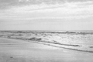 Zwart Wit Strand van Ronald van Kooten