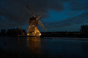 de windmolens in Kinderdijk zijn verlicht