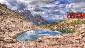 HDR Karlsbaderhütte met de Laserzsee van Arjan de Kreek