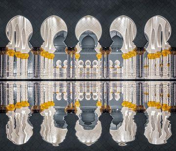 Schoonheid van symmetrie in Grote Moskee in Abu Dhabi van Dieter Meyrl