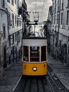 Gelbe Straßenbahn Lissabon, schwarz und weiß