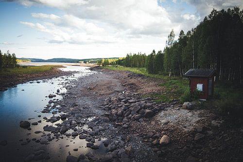 Zweedse natuur met de bekende rode gebouwen