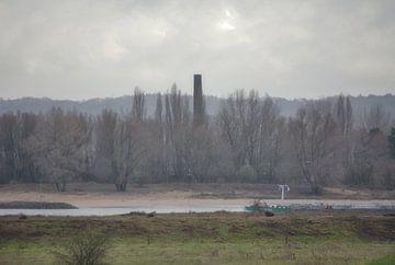 Die alte Ziegelei entlang des Flusses Waal von Jurjen Jan Snikkenburg