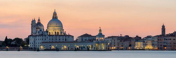 Santa Maria della Salute bij zonsondergang