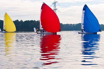 Zeil wedstrijd boten in volle zeilen van Brian Morgan