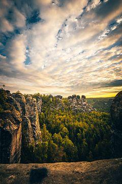 Eine tolle Aussicht über das Elbsandsteingebirge in  Deutschland von Jan Wehnert
