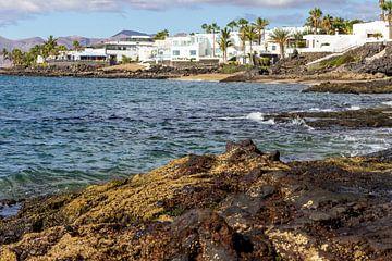 Felsküste von Puerto del Carmen auf der Kanarischen Insel Lanzarote von Reiner Conrad