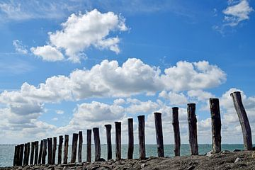 Têtes de poteau sur l'Oosterschelde sur Zeeland op Foto