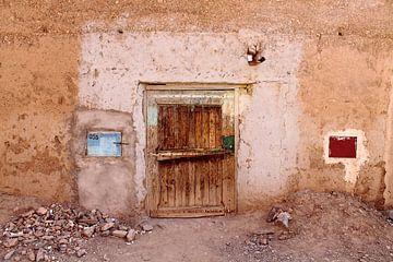 zeer oude hout deur in leem huisje van ahmed bidani