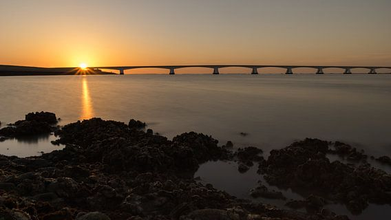 Zeelandbrug bij ondergaande zon