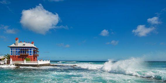 De oceaan nabij Arrieta, Lanzarote, Canarische Eilanden.