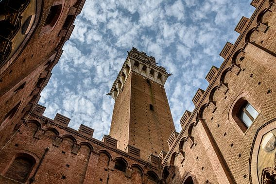 Palazzo Pubblico (Siena - Italië) van Erwin Maassen van den Brink
