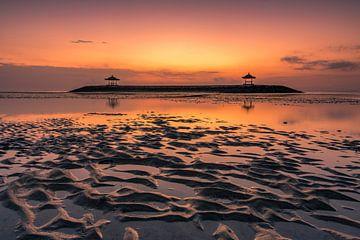 Tempel im Meer Bali Sanur Sonnenaufgang von Fotos by Jan Wehnert