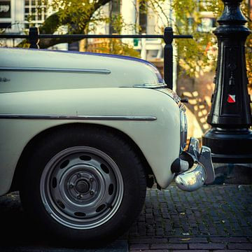 Oude Volvo op de Oudegracht in Utrecht van De Utrechtse Grachten