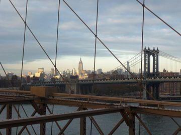 'Manhattan en Brooklyn Bridge', New York  van Martine Joanne