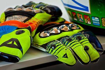 Valentino Rossi replica handschoenen en helm van Ralph van Houten