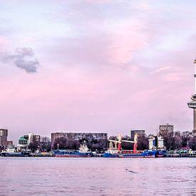 Fleuve, quay et tour a Rotterdam sur Frans Blok
