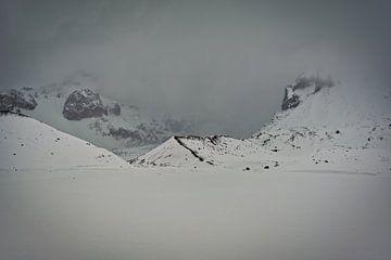 Winters kijkje op Kviárjökull gletsjer in IJsland van Henry Oude Egberink