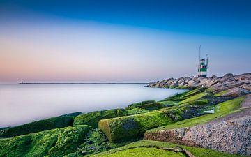 Lighthouse at sea sur