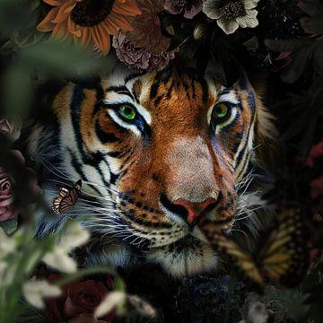 Een tijger kijkt door de struiken van Bert Hooijer