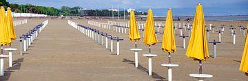Strand in Grado van Leopold Brix