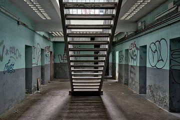 Trap tussen de cellen. Urban exploring van Henk Elshout
