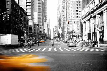 New York: Taxi's en Zebra's  van Milan Lagerwerf