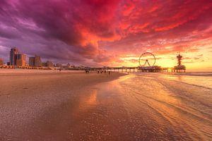 Scheveningen Pier en Reuzenrad tijdens Zonsondergang