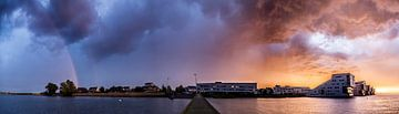 Stormachtige zonsondergang  4de kwadrant Huizen van Vincent Snoek