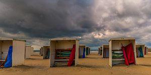Hollands zomerweer op strand van Katwijk aan Zee van