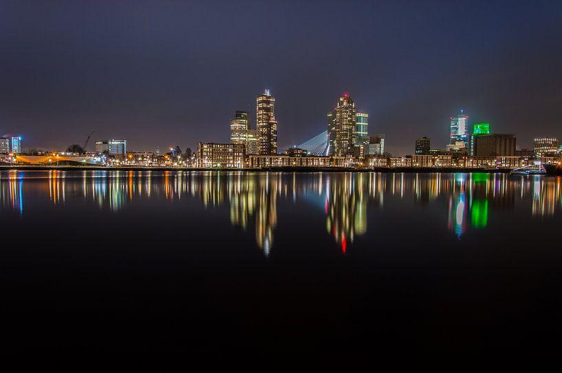 Maashaven, Rotterdam bij nacht van Marco Faasse