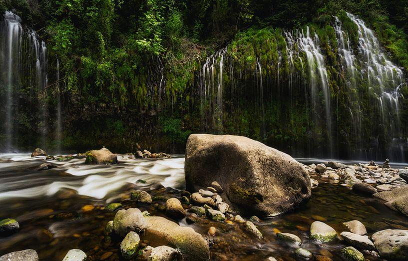 Het magische gordijn van vallend water van Joris Pannemans - Loris Photography