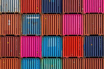 Gestapelde containers van Marien Bergsma