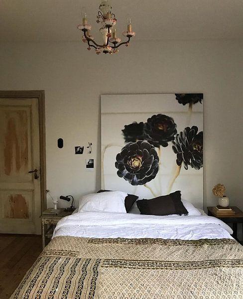 Klantfoto: Floral botanische bloemenprint van Raisa Zwart, op naadloos behang