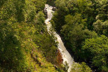 Luftbildaufnahme der Inchree Wasserfälle mit Wald von Hans-Heinrich Runge