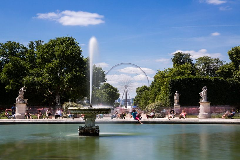Zomer in Parijs Jardin de Tuileries van Jean-Paul Wagemakers