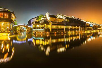 Historische Wasserstadt Wuzhen nachts von Chris Stenger