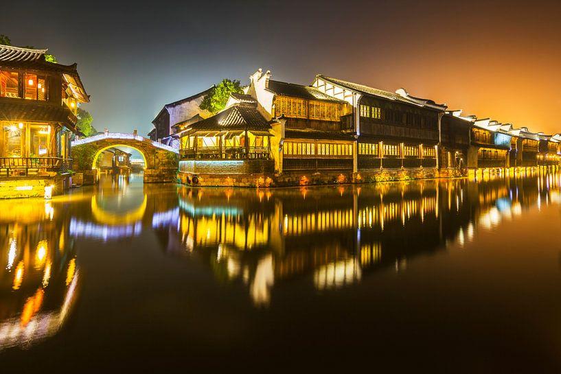 Ville d'eau historique Wuzhen la nuit sur Chris Stenger