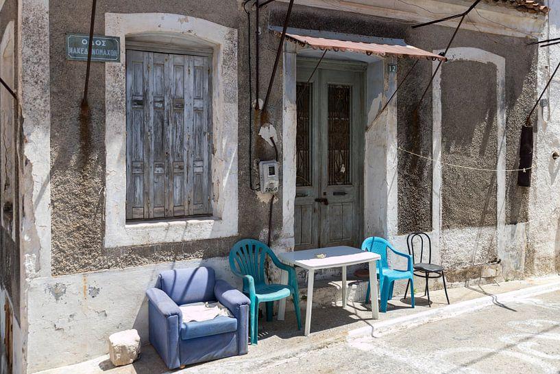 Oud meubilair op Samos van Elly Damen