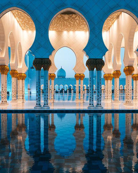 Sheikh Zayed Moskee (Abu Dhabi) in de avond van Michiel Dros