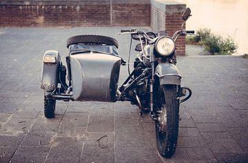 Oude zijspan motorfiets van Pieter Wolthoorn