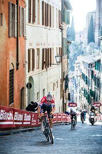 Mathieu van der Poel wint in Siena van Leon van Bon