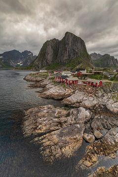 Zonsondergang Lofoten Noorwegen van Marcel Kerdijk