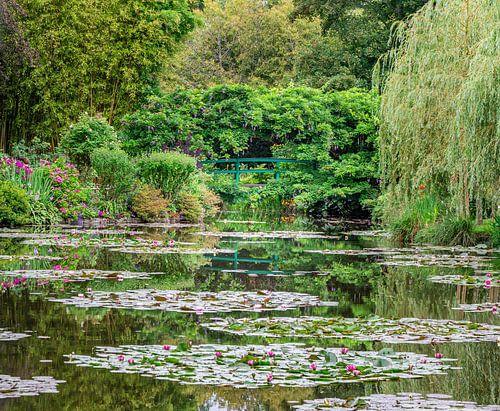 Brug in de tuinen van Claude Monet in Giverny