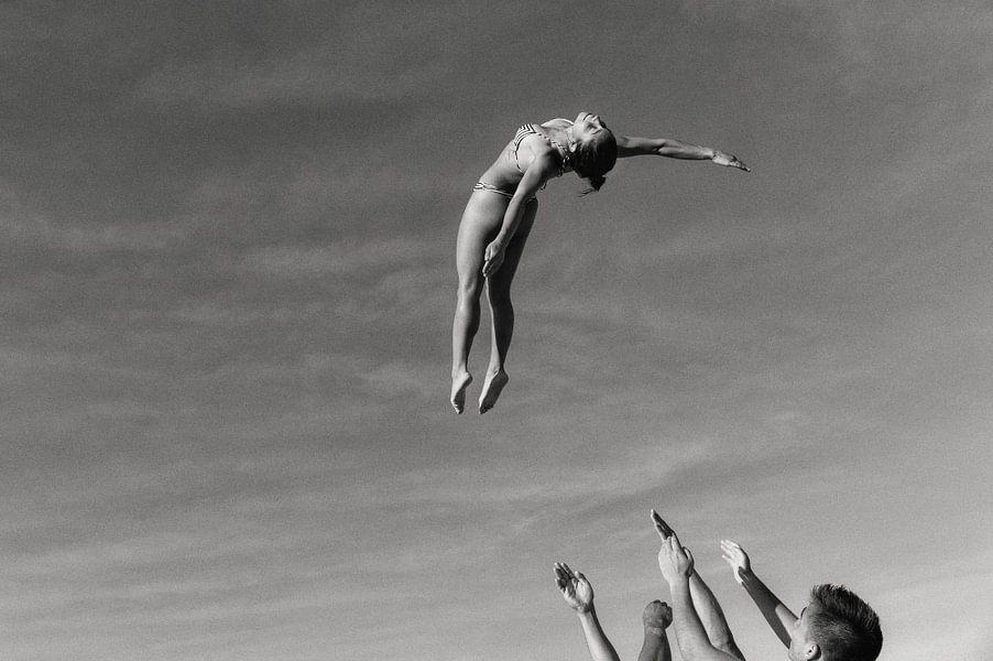 Beer and Acrobatics van Hans Van Leeuwen