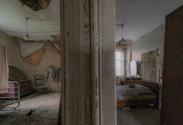 kamers in verlaten boerderij von Ivana Luijten