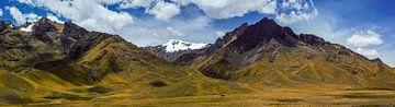Sehr breites Panorama der Anden in Peru von