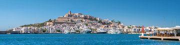 Blick auf den Hafen von Ibiza Dalt Vila, Panorama von Jan van Suilichem