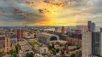 Zonsopgang vanaf WTC Rotterdam van Martijn Mureau