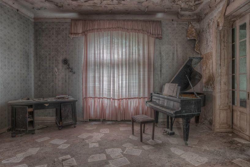 Piano room van Hettie Planckaert